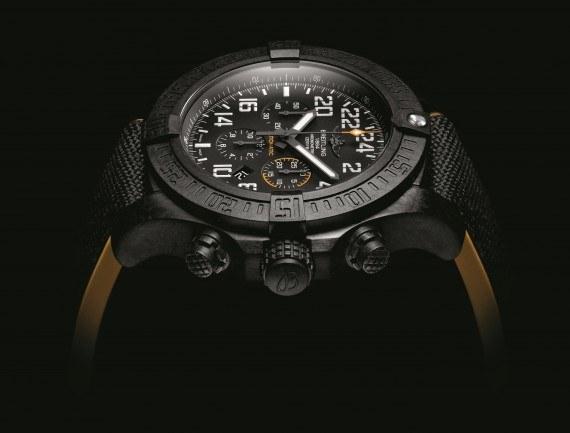 Breitling Avenger Hurricane - side